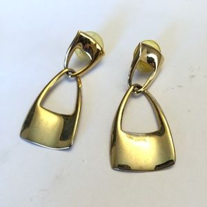 Vintage gold tone dangle earrings